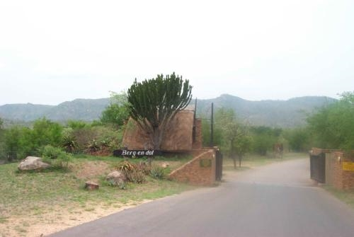 Berg and Dal Camp Gate