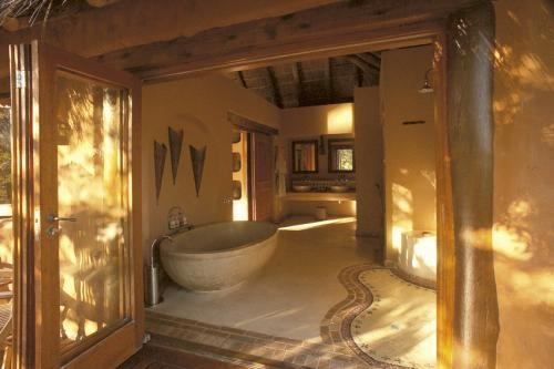 Simbambili bathroom